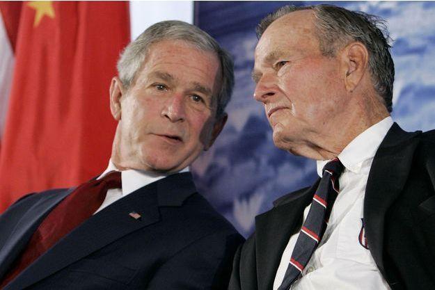 George W. et George H. W. Bush, en août 2008.