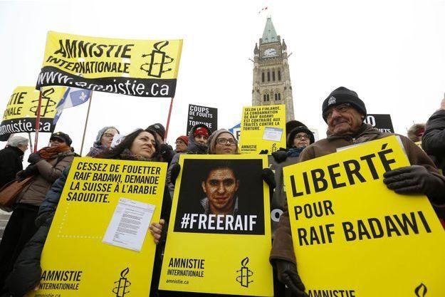 Mobilisation pour Raif Badawi à Ottawa, le 29 janvier. Au centre, Ensaf Haidar.