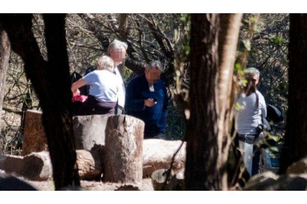 Des proches deux victimes s'étaient rendues hier sur les lieux du drame à la Quebrada de San Lorenzo.