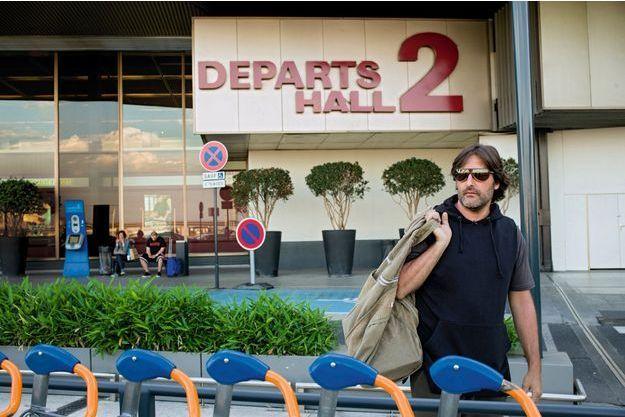 A l'aéroport d'Orly, le 23juin 2016. Arnaud Mimran ne prendra plus l'avion depuis la Corse pour pointer au commissariat à Paris. Il a été écroué à la sortie du tribunal, le 7juillet.
