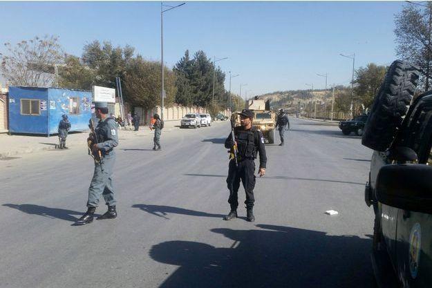 Un garde a été tué dans l'attaque armée contre une chaîne de télévision afghane à Kaboul, le 7 novembre 2017.