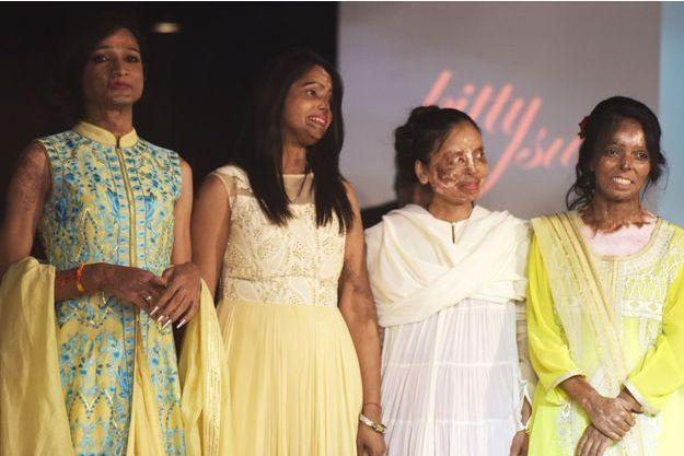 Des femmes défigurées par de l'acide ont défilé samedi soir lors du premier événement de haute couture réservé aux survivantes du fléau.