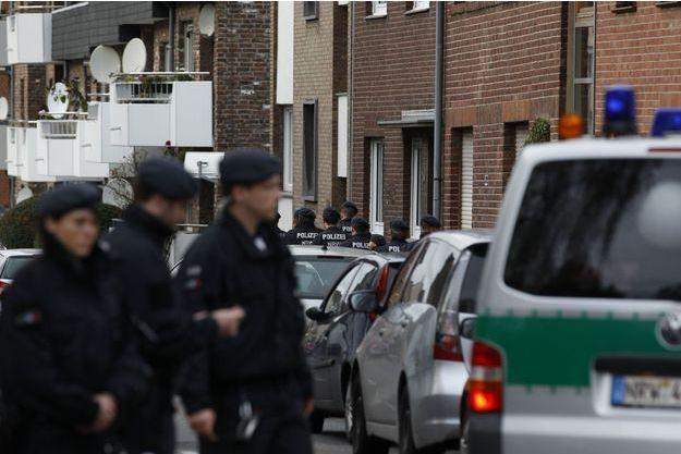 Les policiers à Alsdorf.