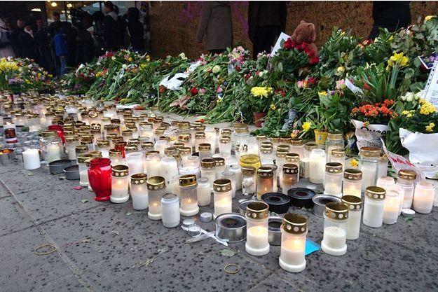 Les hommages après l'attentat de Stockholm.