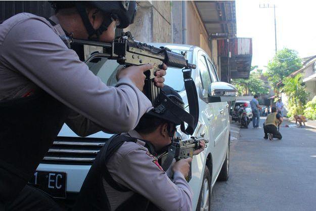 Après l'attentat de lundi, à Surabaya.