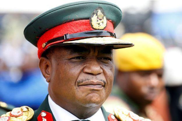Le général à la retraite Constantino Chiwenga à Harare, le 24 novembre 2017.