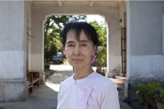 Aung San Suu Kyi dans sa maison du 54 University Avenue. Cette belle demeure coloniale est délabrée : elle a tenté de l'entretenir elle-même pendant ses longues années d'emprisonnement.