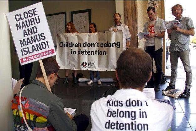 Des manifestants plaidant pour la fermeture de ces centres de non-droit, le mois dernier à Sydney.