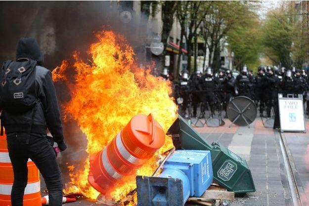 La manifestation à Portland a dégénéré.