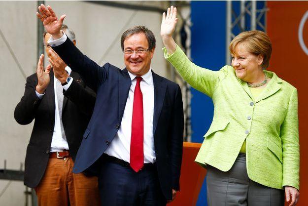 Armin Laschet, tête de liste de la CDU en Rhénanie du Nord-Westphalie, et Angela Merkel, le 13 mai 2017 à Aachen.