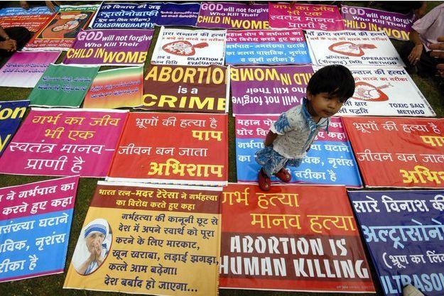 Des images d'une manifestation contre l'avortement en Inde.