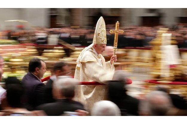 Le pape Benoit XVI, à la fin de la messe de Noël.