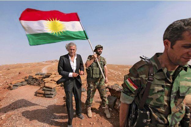 Bernard-Henri Lévy dans les monts Zartik, au nord-ouest de Mossoul, tenus par les peshmergas, les soldats kurdes irakiens, le 31 août 2015.