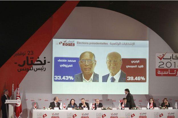 Chafik Sarsar, le président de l'ISIE, annonçant les résultats ce mardi.
