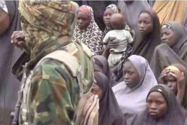 Une vidéo de Boko Haram avec des jeunes filles présentées comme celles enlevées à Chibok.