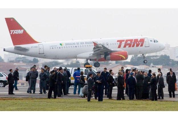 Les touristes français ont voulu débarquer d'un avion de la TAM, début décembre, craignant un crash.