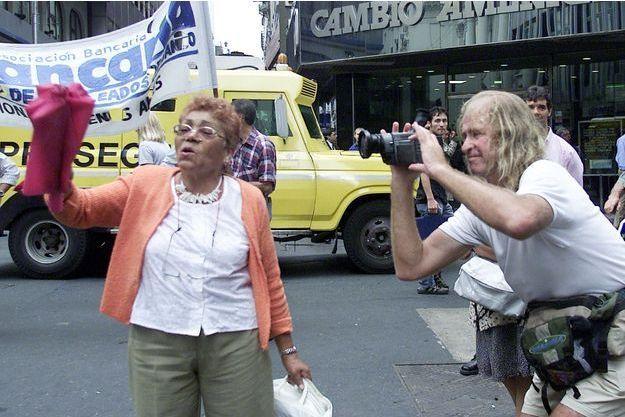 Le réalisateur James Ricketson (à droite) à Buenos Aires, en Argentine, en 2002.