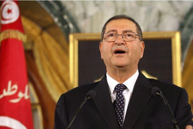 Habib Essid, le nouveau Premier ministre tunisien, s'exprimant devant la presse ce lundi.