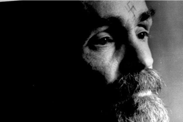 Charles Manson en 1989, dans sa prison californienne.