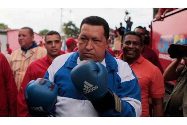 Hugo Chavez, gants de boxe aux poings, le 25 septembre dernier.