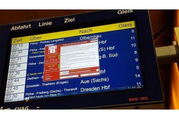 Panneau d'affichage déréglé dans la gare de Chemnitz, en Allemagne, à cause de la cyberattaque, le vendredi 12 mai.