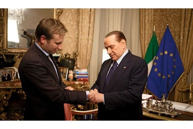 Notre journaliste avec Silvio Berlusconi.