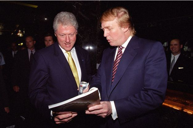 Bill Clinton et Donald Trump, en juin 2000.