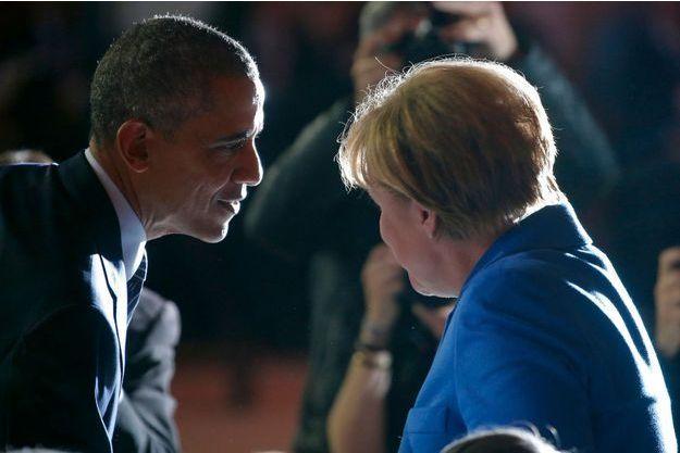 Barack Obama et Angela Merkel en grande conversation ce lundi 30 novembre.