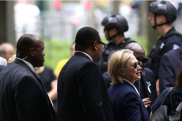 Hillary Clinton arrive pour la commémoration du 15ème anniversaire du 11-Septembre, dimanche, à New York.