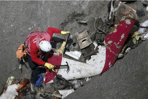 Les recherches se poursuivent autour de la carcasse de l'Airbus A320.