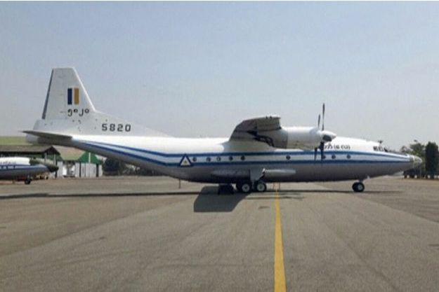 Un avion  Y-8-200 F du modèle de celui qui s'est abîmé en mer.