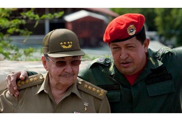 Raul Castro, ici avec Hugo Chavez, se dit prêt à discuter avec Barack Obama.
