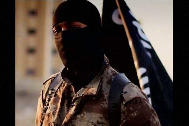 Un membre des troupes de Daesh s'adresse à la caméra lors d'un message de propagande. Les Etats-Unis ont demandé l'aide des internautes pour identifier l'homme, qu'ils pensent être un ressortissant américain.