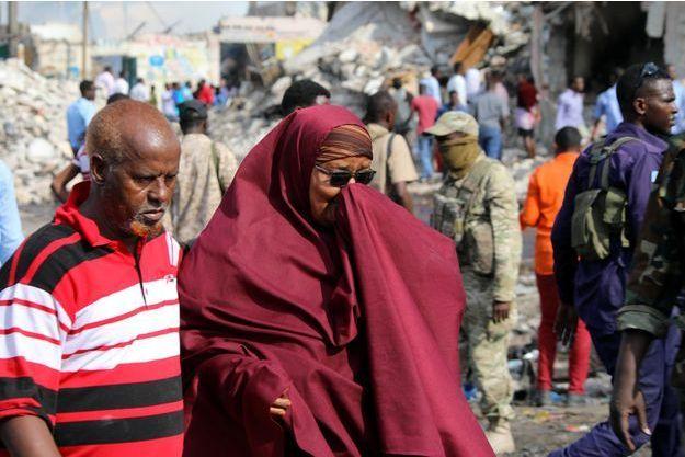 Une femme pleure après l'attaque survenue en Somalie.