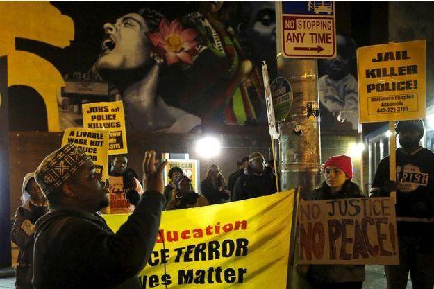 Manifestations à Baltimore après l'annonce de l'annulation du procès.