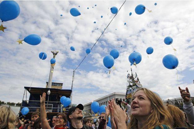 Vendredi, des pro-Européens se sont rasemblés place Maïdan à Kiev pour célébrer la signature de l'accord d'association et de libre-échange avec l'UE.