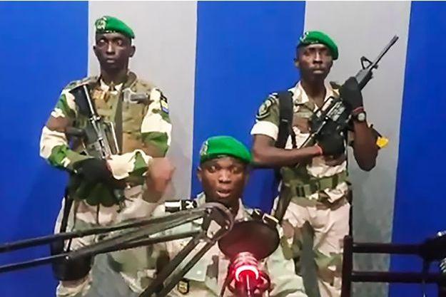 Gabon Soulèvement D'etat Des Radio Appellent Militaires À Un La Au BdroeWCx