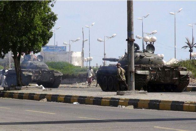 Des chars de l'armée déployés à Aden.