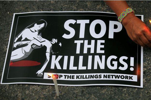 Pancarte protestant contre les meurtres impunis aux Philippines, en août 2017.