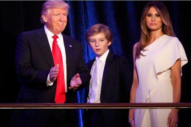 Mardi 8novembre 2016, à l'hôtel Hilton, à New York. Donald Trump avec son épouse Melania et leur fils, Barron.