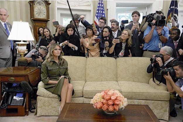 Restée à New York avec leur fils, Barron, Melania retrouve la Maison-Blanche pour le protocole... Lors de la visite du président argentin, Mauricio Macri, le 27 avril 2017.
