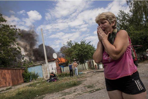Au petit matin du 24 août, Liena voit sa maison de Leninsk, au sud de Donetsk, détruitep ar un missile Grad, tiré par l'armée ukrainienne.
