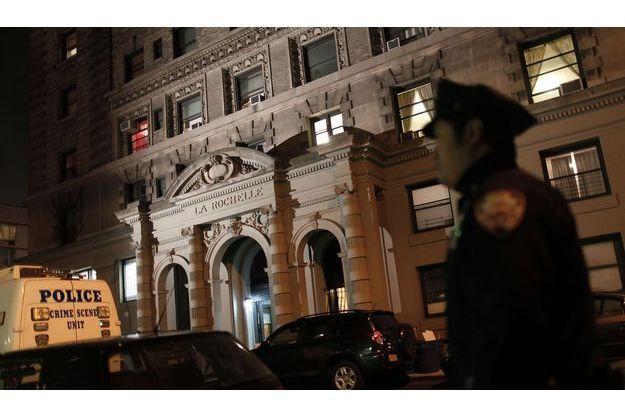 Devant l'immeuble où Lucia et Leo ont été tués jeudi soir.