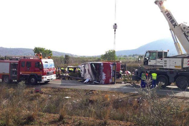 L'accident a fait au moins 14 morts dimanche 20 mars vers Tarragone en Espagne.