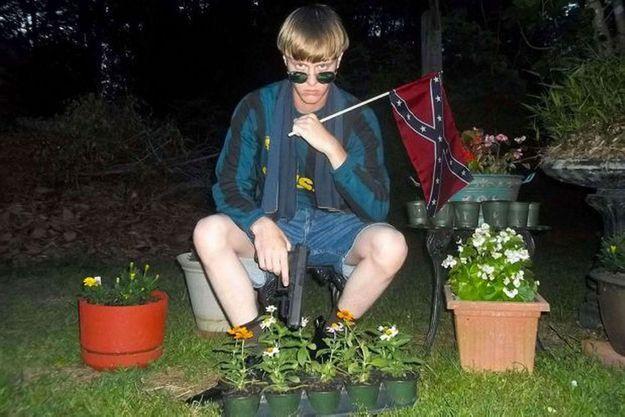Dylan Roof avec le drapeau des États confédérés d'Amérique