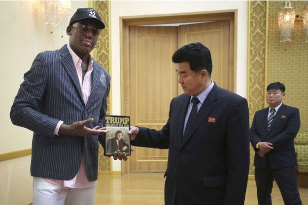 Dennis Rodman et Kim Il-Guk, le ministre nord-coréen des Sports à Pyongyang, le 15 juin 2017.