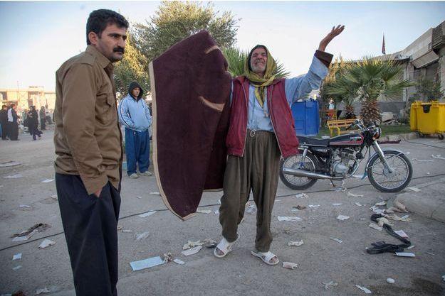 Le tremblement de terre a causé la mort d'au moins 421 personnes en Iran.