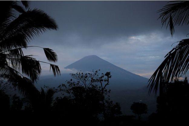 Les autorités craignent l'éruption du volcan Agung, ici le 24 septembre 2017.
