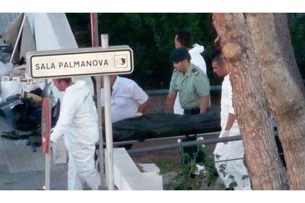 50 ans et plus de 800 morts. Ici, le corps d'un des gardes civils tués hier à Majorque.