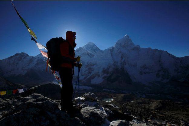 Deux alpinistes ont été victimes du mal des montagnes en redescendant du sommet de l'Everest (image d'illustration).
